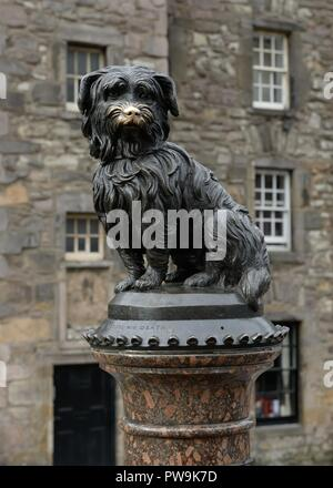 The Greyfriars Bobby Skye Terrier sculpture in Candlemaker Row, Edinburgh, Scotland, UK - Stock Image