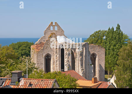 Ruins of Sankt Nicolaus Church, Saint Nicholas Church, on a summer day in the medieval city Visby on the Swedish island Gotland in the Baltic Sea - Stock Image