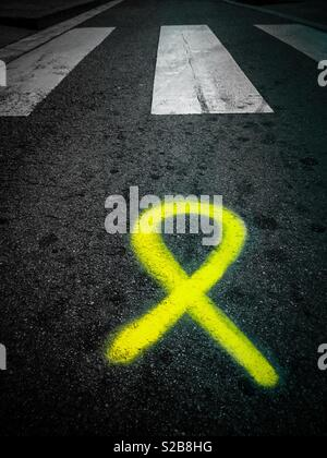 Yellow ribbon painted in front of a pedestrian crossing in Barcelona, Catalonia, in support of jailed pro-independence Catalan politicians - Stock Image