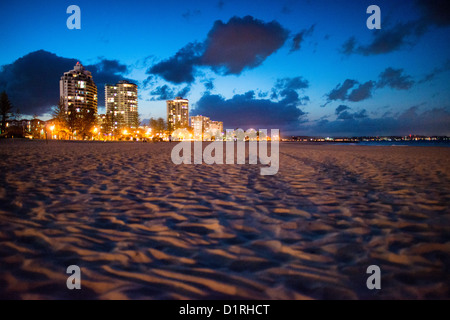 Coolangatta's beach at dusk, with the skyline buildings in the background. Sometimes paired as 'Twin Towns,' - Stock Image