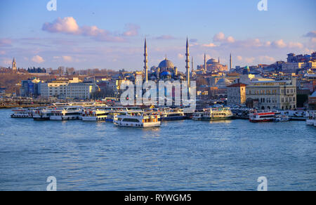 Ferries activity at the Eminonu pier at rush hour, with mosques in background.  Late afternoon capture. Istanbul - Stock Image