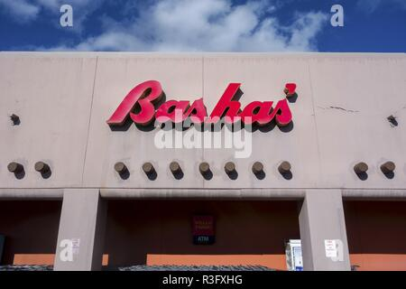 Bashas Supermarket, a family-owned grocery store chain, Store Building Exterior Red Sign in Sedona Arizona - Stock Image