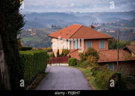 Villa or bungalow just on the outskirts of Monforte d'Alba, Cuneo, in Piedmont, Italy - Stock Image