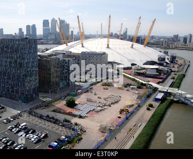 O2 Arena and London skyline aerial view from Emirates Air Line Cable Car - Stock Image