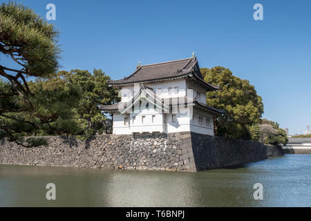 Corner turret above the moat around the Imperial Palace in Tokyo, Japan. - Stock Image