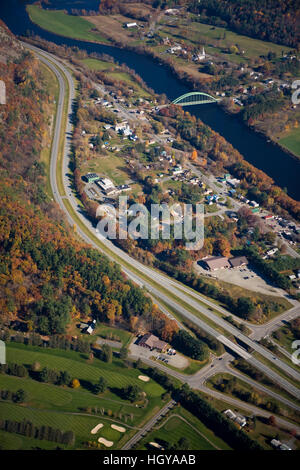 The Connecticut River as it flows between Thetford, Vermont and Orford, New Hampshrie.  Aerial. - Stock Image