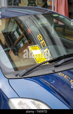 Parking penalty notice on car windscreen - Stock Image