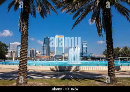 Jacksonville skyline through palm trees, Florida, USA - Stock Image