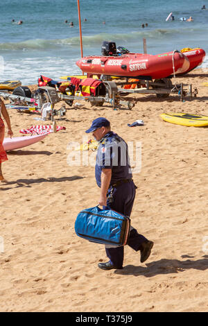 Male paramedic on Palm beach heading towards  a near drowning victim who was rescued by surf rescue volunteers,Palm beach,Sydney,Australia - Stock Image