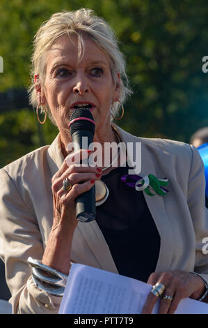 London, UK. 10th October 2018. Jean Rogers of Equity and TUC womens committee speaks at the Shoulder to Shoulder rally in Hyde Park by groups campaigning for women born in the 1950s to regain the pensions stolen from them under successive governments, including The Waspi Campaign (Women Against State Pension Inequality),  Back to 60, We Paid In, You Pay Out and others. Credit: Peter Marshall/Alamy Live News - Stock Image