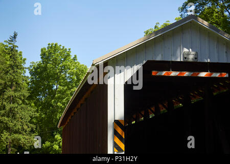 Erb's Mill Covered Bridge, Amish Country, Lancaster County, Pennsylvania, USA - Stock Image