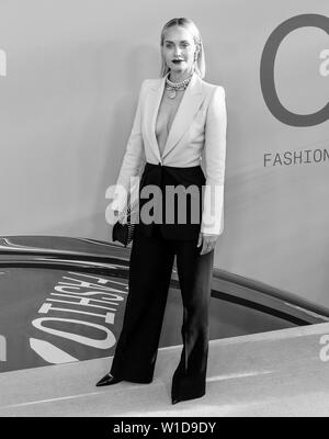 New York, NY - June 03, 2019: Amber Valletta attends 2019 CFDA Fashion Awards at Brooklyn Museum - Stock Image