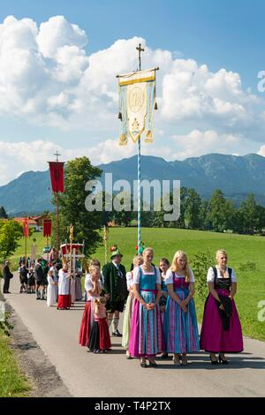 Corpus Christi procession, believers in Bavarian traditional costumes, Wackersberg, Isarwinkel, Tolzer Land, Upper Bavaria, Bavaria, Germany - Stock Image