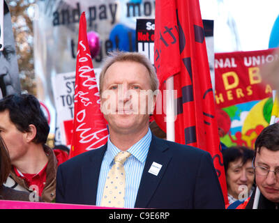 London, UK, 30/11/2011. John Rimmer, president of the NASUWT, joins other union leaders and public sector workers - Stock Image
