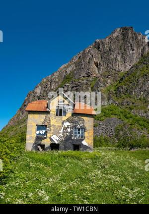 Abandoned house, Hov, Gimsoya, Lofoten Islands, Norway. - Stock Image