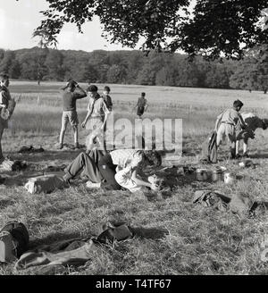 1960s, historical, packing up after scout camp and saying goodbye to a new friend! - Stock Image