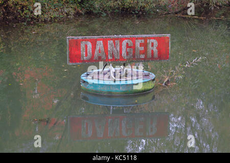 Danger sign in water on Oxford Canal near Jericho, Oxford - Stock Image