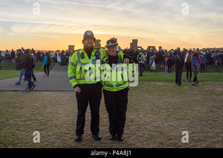 Stonehenge, Amesbury, UK, 21st  June 2018,   2 police offiers in front of the stonehenge sunrise  Credit: Estelle Bowden/Alamy Live News. - Stock Image