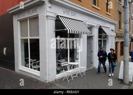 Tourist couple walks by Institut Polaire wine bar, Hobart, Tasmania, Australia. No PR or MR - Stock Image