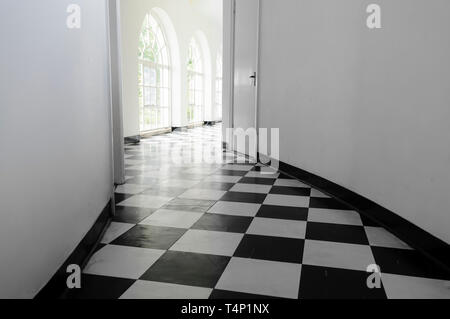 White art-deco hall with black and white floor tiles - Stock Image