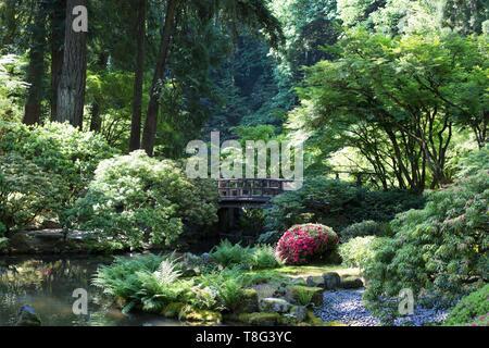 A footbridge over a stream, at Portland Japanese Garden in Portland, Oregon, USA. - Stock Image