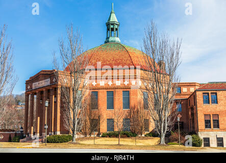 ASHEVILLE, NC, USA-2/3/19: The First Baptist Church was completed in 1927, built with Art Deco styling. - Stock Image