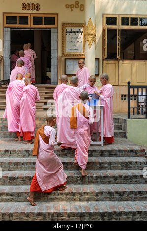 Novice nuns queuing for lunch at the Sakyadhita Thilashin Nunnery School,Sagaing, near Mandalay, Myanmar (Burma) - Stock Image