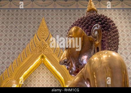 solid gold buddha in bangkok - Stock Image