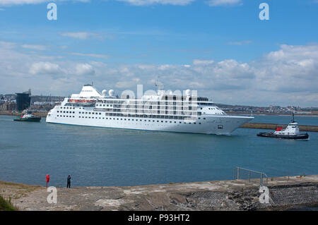 Leaving Aberdeen Harbour inn Grampian Region, Scotland, the Silver Wind Cruise Ship is about to depart for the Tilbury Docks in London. - Stock Image