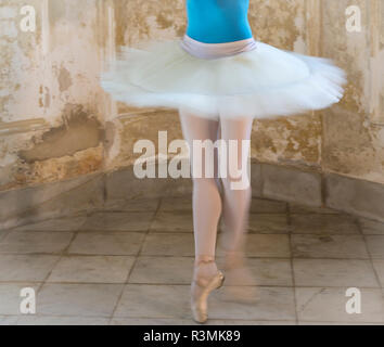 Cuba, Havana. Ballerina spinning. Credit as: Wendy Kaveney / Jaynes Gallery / DanitaDelimont.com - Stock Image