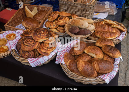 Croissants, pain au raisin on sale at Stockbridge Sunday Market in Edinburgh, Scotland, UK. - Stock Image