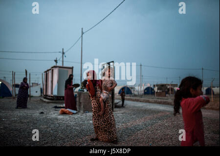People displaced by fighting in Mosul. Khazir IDP camp, Iraq - Stock Image