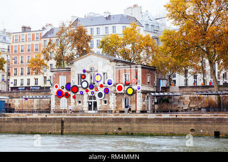 PARIS, FRANCE - NOVEMBER 11, 2018 - Les Nautes, bar at the Quai des Célestins in Paris - Stock Image
