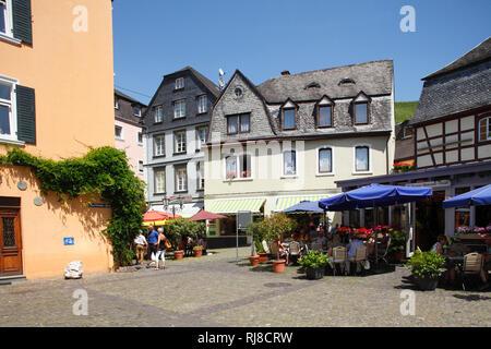 Karlsbader Platz, Alte Häuser in der Altstadt von Bernkastel, Bernkastel-Kues, Rheinland-Pfalz, Deutschland - Stock Image