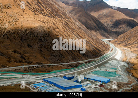 Expressway and industrial development in eastern Tibet, China - Stock Image