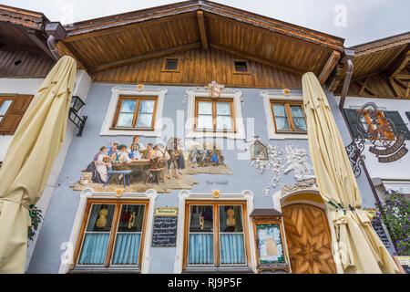 Hausfassade mit Lüftlmalerei, Mittenwald, Werdenfelser Land, Oberbayern, Bayern, Deutschland, Europa - Stock Image