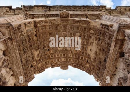 Europa, Italien, Latium, Rom, Unter dem Titusbogen im Südosten des Forum Romanum - Stock Image