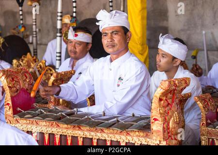 Gamelan ensemble gong, Odalan temple festival, Sidemen, Bali, Indonesia - Stock Image
