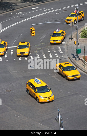 TAXIS, BUSY, CARS, TRUCKS, MOTOR VEHICLE, NEW YORK CITY, NYC, MANHATTAN, OUTDOORS, TAILLIGHTS, TAXI, TRAFFIC, TRAFFIC - Stock Image