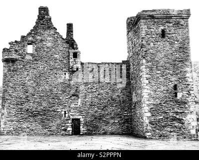 Lochranza Castle, Isle Of Arran, Scotland. In black and white. - Stock Image