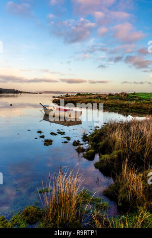 Ardara, County Donegal, Ireland. 28th Dec, 2018. The sun rises on a still and calm morning on the not so 'Wild Atlantic Way'. Credit: Richard Wayman/Alamy Live News - Stock Image