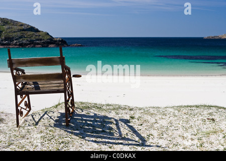 A seat with a view on Achmelvich Beach in Sutherland - Stock Image
