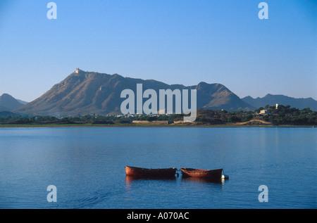 Monsoon Palace and Two Boats, Lake Pichola, Udaipur, Rajasthan, India - Stock Image