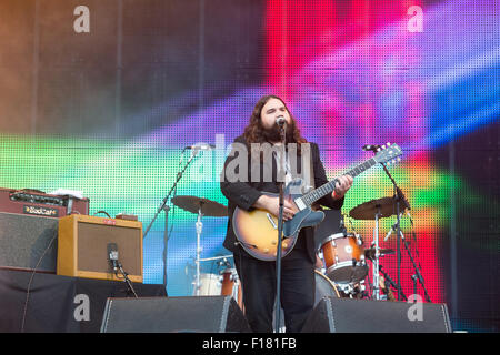 Portsmouth, UK. 29th August 2015. Victorious Festival - Saturday. Romeo Stodart of The Magic Numbers performs on - Stock Image