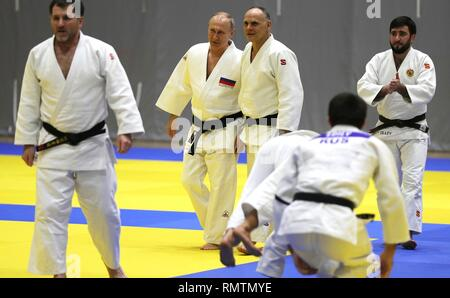 Russian President Vladimir Putin chats with the head coach of the Russian judo team Ezio Gamba, center, during judo practice at the Yug-Sport Training Centre February 14, 2019 in Sochi, Russia. - Stock Image