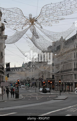 London, UK. 25th Dec, 2018: Regent Street was virtually empty on Christmas day with no public transport running on 25th December 2018. Some parts of the city experienced dense fog which is expected to linger for the rest of the week. Credit: David Mbiyu/Alamy Live News - Stock Image