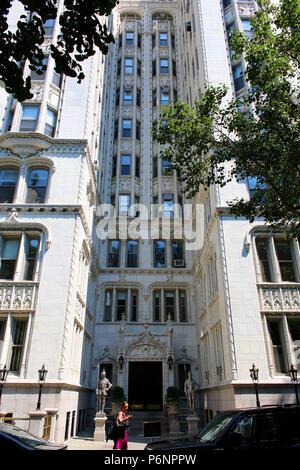 NEW YORK, NY - JUNE 22: Grand Dame of the the Park, prewar landmark luxury condominium, Gramercy Park Historic District, Manhattan on JUNE 22nd, 2017  - Stock Image