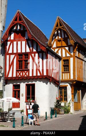 France, Bourgogne Franche Comte region (Burgundy), Yonne department, Noyers or Noyers sur Serein (most beautiful village of France) Petite Etape aux vins square - Stock Image