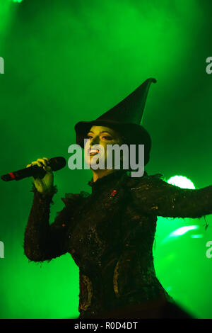 Manchester, UK. 3rd November, 2018. Nicky Bentley performs at the Manchester Lights Witch on playing the Green Witch Elphaba Credit: Della Batchelor/Alamy Live News - Stock Image