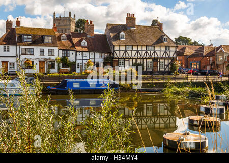 Timber framed houses next to the Mill Avon at Tewkesbury. - Stock Image